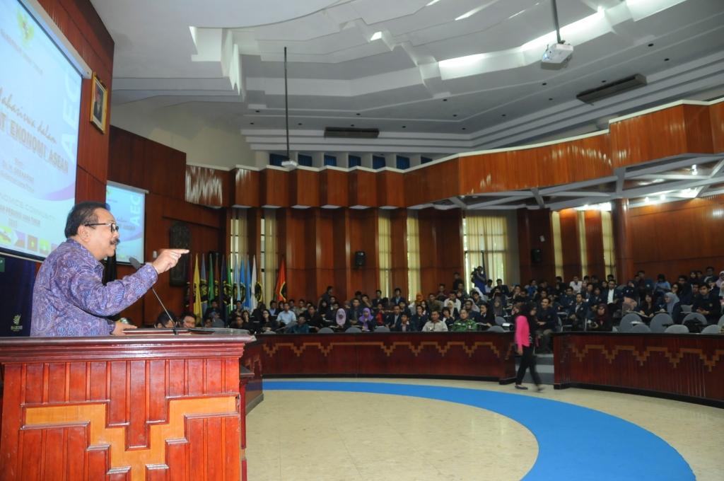 Gubernur Jawa Timur Dr. H. Soekarwo Paparkan Kesiapan Jatim Menghadapi MEA 2015 Kepada Civitas Akademika UNIBRAW Dalam Forum Open House EM UB dan Workshop Aktivis